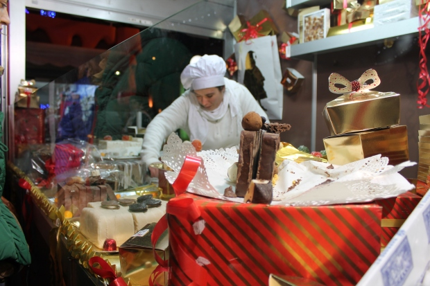 woman cutting fudge